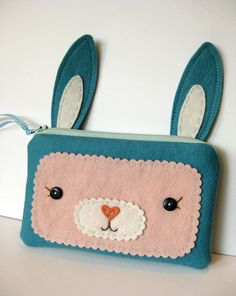Super cute zipper pouch.  My daughter would love this!