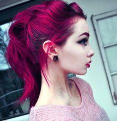 Scene Girl Fashion Tip Nº8: Girl wearing Ear Piercing Retainers - http://ninjacosmico.com/22-style-tips-scene-girl/