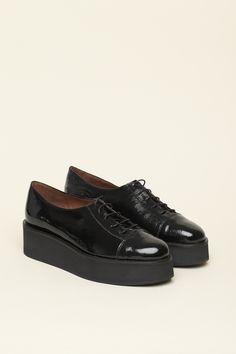 Patent plateau shoes   B56