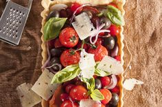 Roasted tomato, olive and bacon tart Tart Taste, Savory Tart, Roasted Tomatoes, Your Recipe, Budget Meals, Caprese Salad, Tasty Dishes, Food Inspiration, Healthy Recipes