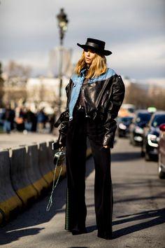 JULIELINGMA Big black leather and denim jacket with black hat and black pants