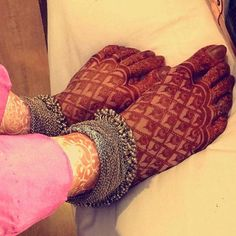 In this article we have brought Most Beautiful Mehndi Designs 2020 for Fingers & Feet for you. This is a way that you can create your own style and. Dulhan Mehndi Designs, Mehandi Designs, Mehndi Designs Feet, Legs Mehndi Design, Leg Mehndi, Modern Mehndi Designs, Mehndi Design Photos, Beautiful Mehndi Design, Henna Mehndi