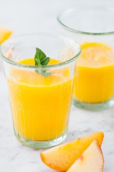 Centrifugato Mango Pesca e Albicocca | laCentrifuga.it Healthy Smoothies, Healthy Drinks, Smoothie Recipes, Spritz Cocktail, Detox Recipes, Healthy Recipes, Hot Chocolate Coffee, Beautiful Fruits, Fruit Drinks