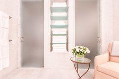Home Decor Trends 2016 - Interior Design Trends 2016 Glass Shelves Kitchen, Bathroom Shelves, Bathroom Storage, Interior Design Trends, Deco Design, Home Decor Trends, Decor Ideas, Decoration Table, Elle Decor