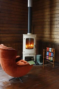 Experience Retro-Chic British Style When You Vacation in a Former Church – Freestanding fireplace wood burning Into The Woods, Corner Wood Stove, Freestanding Fireplace, Stove Fireplace, Fireplace Ideas, Log Burner, Hippie Home Decor, Home Living Room, New Homes