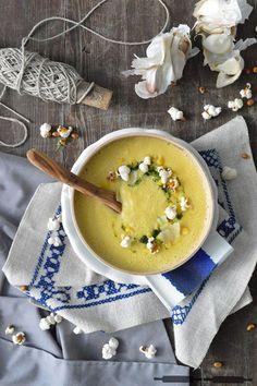 Mais Suppe mit Popcorn und Käse