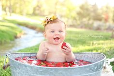 Bath Photography Inspiration 60 Ideas For 2019 Milk Bath Photos, Bath Pictures, Milk Bath Photography, Children Photography, Flower Girl Headbands, Baby Headbands, Baby Milk Bath, 6 Month Baby Picture Ideas, Strawberry Baby
