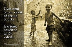 Many adults complain when it´s a rainy day, but the kids just love it. Get a hold of these amazing photography of the kids playing in rain. Storm Sounds, Rain Quotes, Rain Photography, Inspiring Photography, Crazy Man, Walking In The Rain, Morning Inspiration, When It Rains, Learn To Dance