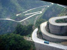#25. 天門山道路(湖南省/中国) こんな道路見たことある!?世界の変わった道路25選