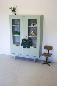 Vintage retro kledingkast 495,-   firma zoethout
