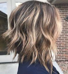 Bob hair color, hair color balayage, hair color and cut, shoet hair, ha Inverted Hairstyles, Messy Bob Hairstyles, Wedding Hairstyles, Pixie Haircuts, Celebrity Hairstyles, Layered Haircuts, Messy Bob Haircut Medium, Lob Layered Haircut, Long Bob Hairstyles For Thick Hair