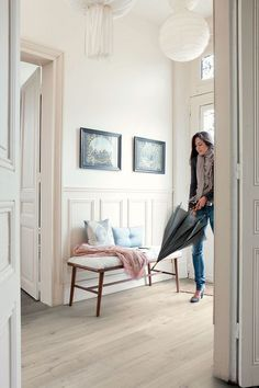 Living room beige grey hallways new Ideas Hardwood Floor Colors, Hardwood Floors, Grey Hallway, Sol Pvc, Porche, Living Room Flooring, Timber Flooring, Home And Living, Room Inspiration