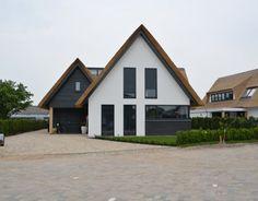 Modern landelijke woning, materiaal gebruik en kleurstelling, dakvorm