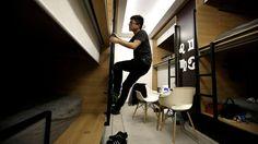 Estas 10 fotos provam que o expediente nunca acaba na China - funcionário em dormitório dentro de escritório na China