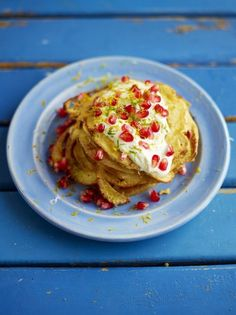 Coconut pancakes with pomegranate jewels / pancakes inspo