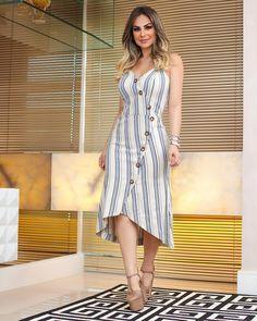 Passando no seu Feed com a linda @jamilealima o nosso vestido midi em linho, com modelagem perfeita e detalhes de botões tartaruga. 😘#vemver #summer19 #modafemininaatacado #amobaruc❤️ #modafeminina