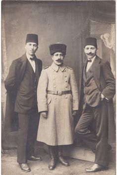 Osmanlı Ermeni Subay ve Efendiler /Armenian Mil. Officer & Efendis of the Ottoman Empire. Armenian People, Turkish People, Armenian History, Armenian Culture, Armenian Military, The Turk, Evolution Of Fashion, Military Pictures, Ottoman Empire