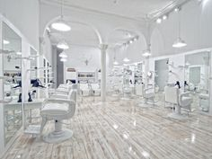 Facto Royale Salon by Igor Ferreira A salon in Lisbon, Portugal, combines second-hand Japanese furniture with 5000 Swarovski crystals and 50 plaster hands Interior Design Software, Salon Interior Design, Beauty Salon Design, Beauty Bar, White Hair Salon, Schönheitssalon Design, Store Design, Design Ideas, Hair Salon Interior