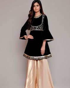 Winter Velvet Dresses Designs Latest Trends Collection consists of casual and formal wedding party wear velvet gowns, bridal, shirts, frocks, etc Latest Dress Design, Fancy Dress Design, Pakistani Party Wear Dresses, Pakistani Dress Design, Stylish Dresses, Fashion Dresses, Simple Dresses, Velvet Dress Designs, Latest Velvet Suit Designs
