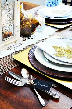Blue, white and orange is a fun color combination for fall in the dining room. Pair rustic refined touches with a bit of bling for a perfect autumn room!