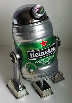 Heineken - It seems as if the famous Dutch beer brand has been around since the beginning of booze, as it's safe to say even non-drinkers can think at least o. Arte Robot, Robot Art, Robots, R2d2, Tableau Pop Art, Beer Keg, Scrap Metal Art, Recycled Art, Recycled Robot