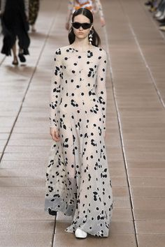 Phillip Lim Spring 2019 Ready-to-Wear Fashion Show Phillip Lim Spring 2019 Ready-to-Wear Collection – Vogue Milan Fashion Weeks, New York Fashion, Runway Fashion, Fashion Trends, Womens Fashion, Fashion Styles, New Yorker Mode, Style Haute Couture, Diy Mode