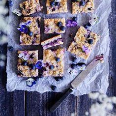 Sitruunainen mustikkamurupiirakka   Meillä kotona Something Sweet, Cereal, Baking, Breakfast, Food, Drink, Kite, Music, Recipes