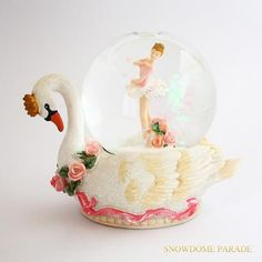 A snow globe of the lake of a swan. 白鳥の湖のスノードーム♪