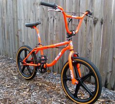 Buying a Mountain Bike. Vintage Bmx Bikes, Retro Bicycle, Bmx Bicycle, Fox Racing Logo, Bmx Racing, Gt Bikes, Cool Bikes, Bmx 16, Bmx Bandits