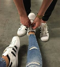 adidas, couple, and shoes Bild (Relationship Cuddling) Couple Tumblr, Tumblr Couples, Relationship Goals Pictures, Cute Relationships, Couple Relationship, Photo Couple, Love Couple, Couple Goals Cuddling, Ulzzang Couple