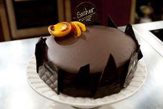 Tarta Sacher, receta por Samantha Vallejo Nájera Pastel Sacher, Chocolate Brownies, Yummy Cakes, Muffins, Cupcakes, Sweets, Dishes, Desserts, Food