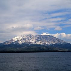 Living in the Shadow of a Volcano - Popular Mechanics