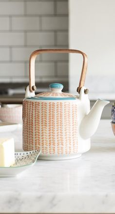 Return to the ritual of brewing tea at its best in this Fika Teapot.