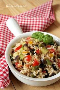 Brown rice salad with vegetables Veggie Recipes, Diet Recipes, Cooking Recipes, Healthy Recipes, Couscous, Brown Rice Salad, Crudite, Antipasto, Risotto Recipes