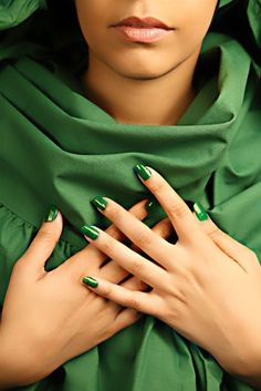 Emerald Green Awesome Nail Polish Color for Fall