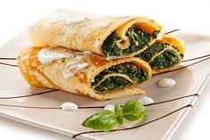 Spanakopita, Ethnic Recipes, Food, Leafy Salad, Becoming A Veterinarian, Cooking School, Mediterranean Style Kitchen Designs, Delicious Dishes, Eten