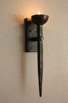 Sostenedor de vela de luz de té de hierro forjado. por VolcanoForge