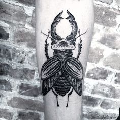 Don't let the dots bug you... By Karl @karlheartland #tatuering #stockholm #söder #dotworktattoo #skalbagge