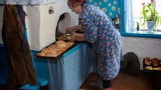 Only in Russian village you can find the tastiest pies from Grandma :) Interior Design Living Room, Living Room Designs, Grandma Pie, Kitchen Stories, Kenya, Canning, Good Things, Happy Things, Ukraine