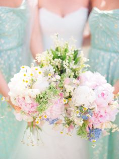 Mint and Gold Bridesmaids Dresses   photography by http://kateholstein.com/