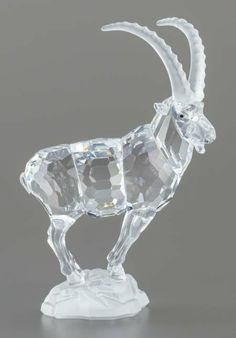 63032: A SWAROVSKI CRYSTAL MOUNTAIN GOAT FIGURINE IN OR : Lot 63032