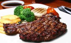 We'll Never Make Steak Any Other Way Again! Ask many people what their ideal dinner is, and an awful lot of them would say steak. After all, it's flavorful and guaranteed to satisfy even the biggest Grilled T Bone Steak, Steak Recipes, Cooking Recipes, Paleo Recipes, Easy Recipes, Best Steak, Prime Steak, Metabolic Diet, Hcg Diet