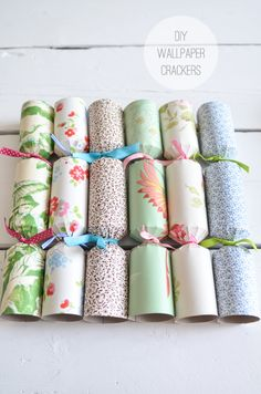 Tired of the shop-bought Christmas crackers? Take on an easy Christmas craft by making your own Christmas crackers. It's a perfect DIY Christmas decor idea. Christmas Craft Projects, Easy Christmas Crafts, Simple Christmas, Handmade Christmas, Christmas Decorations, Christmas 2015, Christmas Ideas, Christmas Gifts, Diy And Crafts Sewing