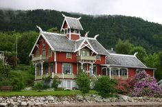 Pictures of Norway - large dragon-house, typical for Balestrand
