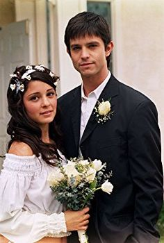 Jason Behr and Shiri Appleby in Roswell (1999)