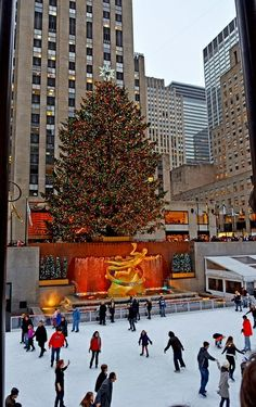 SO THIS IS CHRISTMAS IN ROCKEFELLER CENTER! CONGRATULATIONS KELLY LEONE! 12.23.15