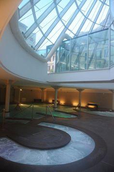 La nostra piscina talassoterapica, interamente illuminata con luce naturale.