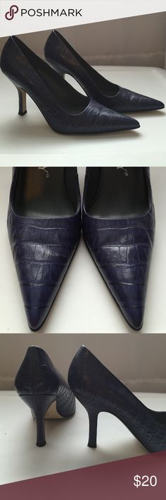 """Sam & Libby like new heels Deep purple faux skin-texture (real leather upper) pointed toe Sam & Libby heels. Worn once. Excellent condition, like new except for very minimal tread wear on sole (pictured). 3"""" heel. Sam & Libby Shoes Heels"""