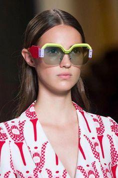 Miu Miu at Paris Fashion Week Spring 2017 - Details Runway Photos Phillip Lim, Eyeglasses For Women, Sunglasses Women, Stylish Reading Glasses, Miu Miu Glasses, Fendi, Versace, Prada, Cool Street Fashion
