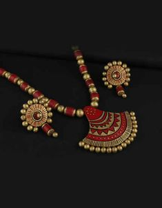 Explore online designer handmade jewellery at Anuradha Art Jewellery. We offer exclusive collection in terracotta jewellery set at an affordable cost. Fabric Jewelry, Jewelry Art, Jewelry Design, Fashion Jewelry, Diy Jewellery, Wooden Jewelry, Jewelry Making, Terracotta Jewellery Online, Terracotta Jewellery Designs